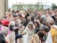 戏内恋情没结果戏外却成良缘  《权力游戏》基特哈灵顿娶萝丝莱斯莉古堡婚礼曝光